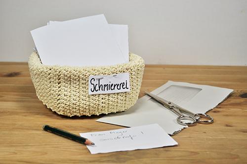 Schreibtisch ohne Papierkorb