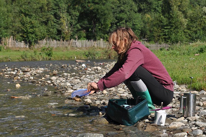 Olga spült im Fluss